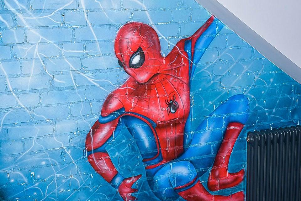 Mural Avengers london spider man